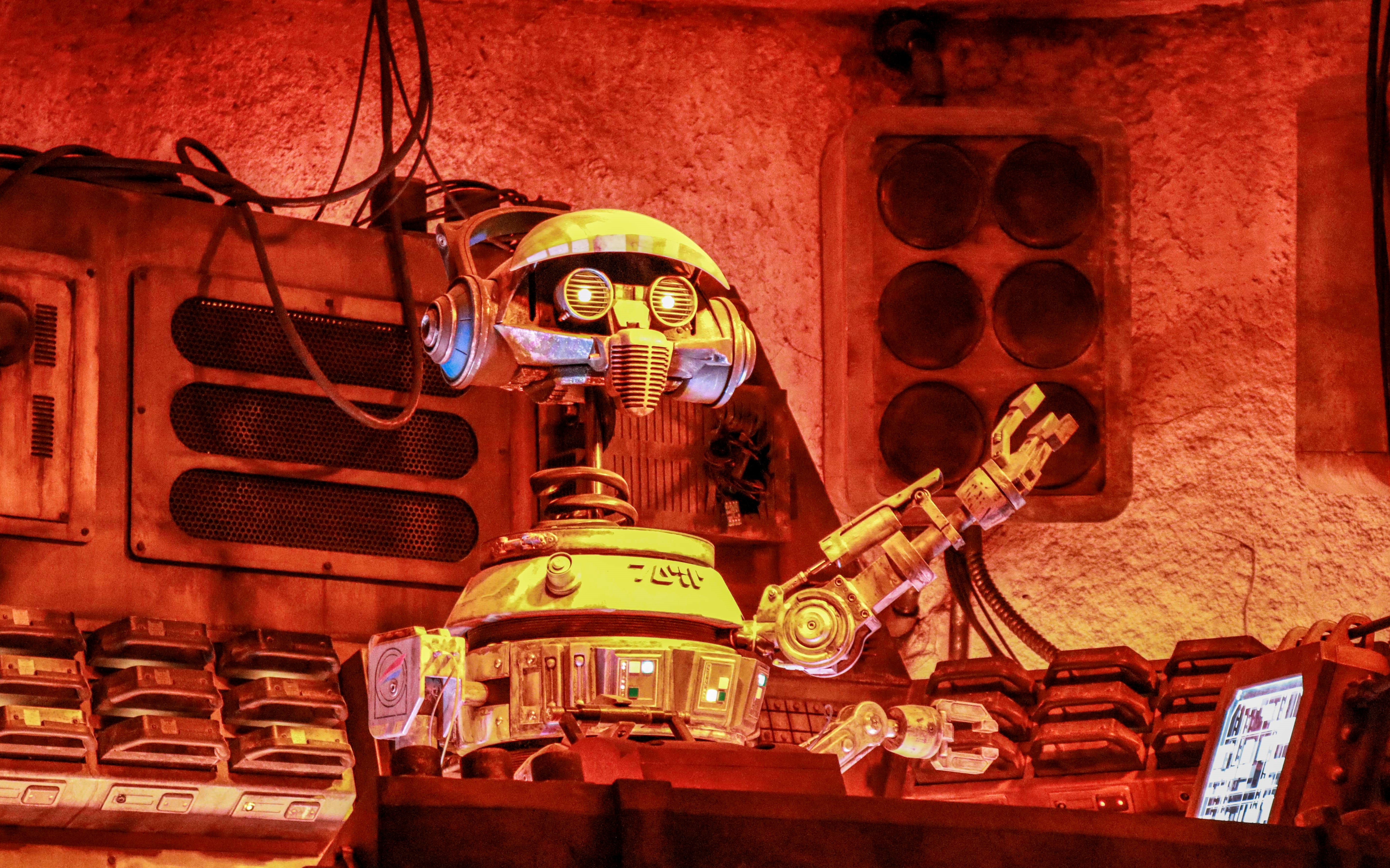 DJ R-3X is keeping that intergalactic funk going all night long!
